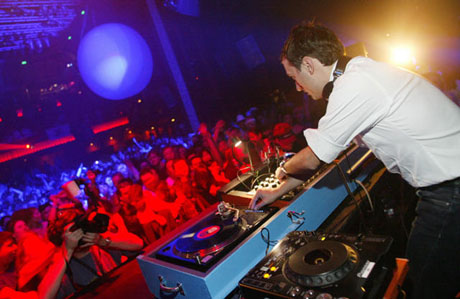 Paul Van Dyk Spinning DJing